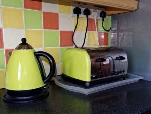 image of kitchen appliances - Toaster, Kettle