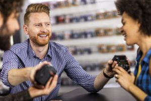 photo-couple-cameras-in-store
